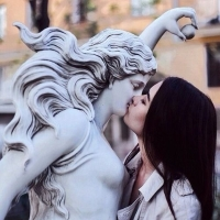 Kissing Statues